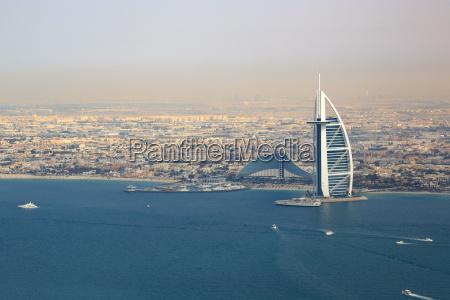 burj al arab hotel dubai strand