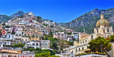 stadt positano an der amalfikueste italien