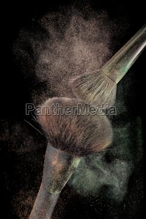 powderbrushes and powder splash