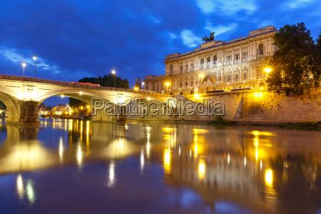 der palast der gerechtigkeit in rom