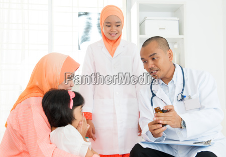 muslim family consulting doctor