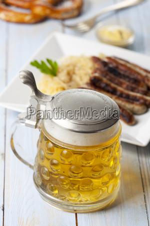 bier im krug und nuernberger bratwurst