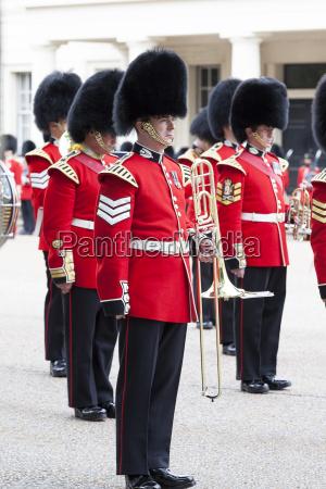 zeremonielle umstellung der londoner waechter vor