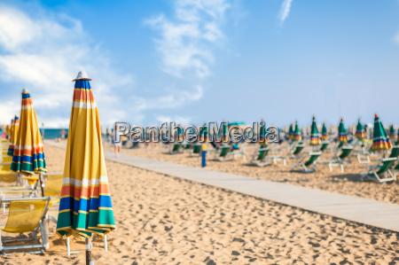 umbrella strand zum entspannen und sonnenuntergang