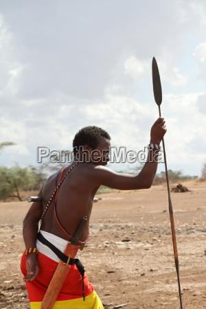maenner vom volksstamm der samburu in