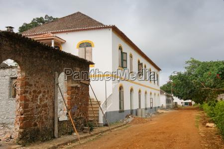 alte plantage aus der kolonialzeit principe