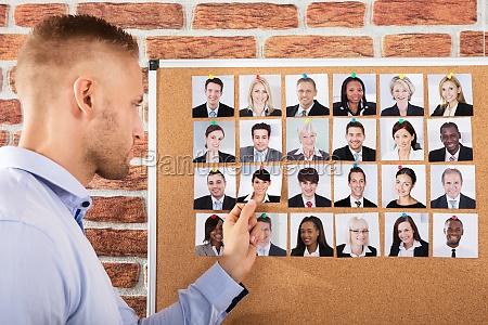 geschaeftsmann hiring der kandidat fuer job