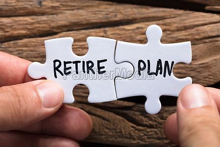hands holding retire plan matching jigsaw
