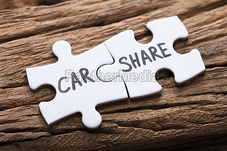 verbundenes auto teilen jigsaw pieces on