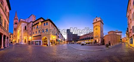 mantua stadt piazza delle erbe abendansicht