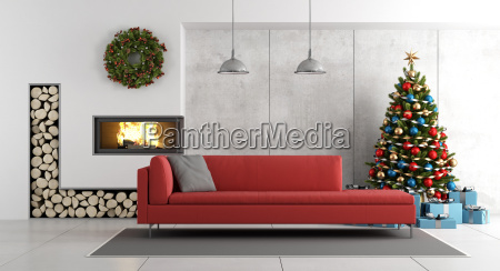 modernes wohnzimmer mit kamin und weihnachtsbaum