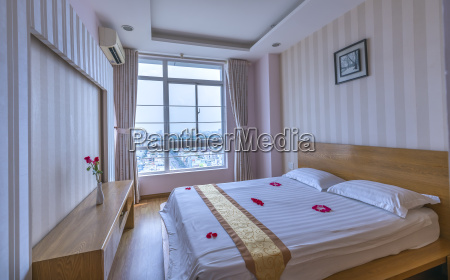 modernes schlafzimmer in luxurioeser wohnung