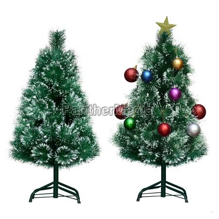 bare und dekoriert weihnachtsbaum