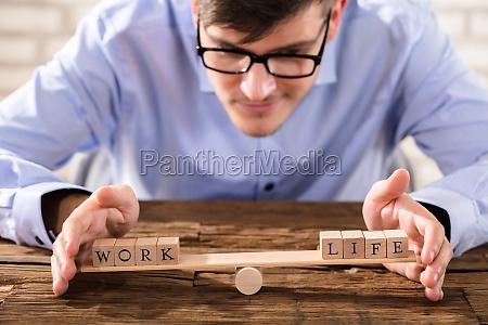 person die work life balance schuetzt