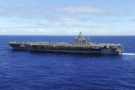 verkehr verkehrswesen schiffahrt maritim flugzeugtraeger horizontal