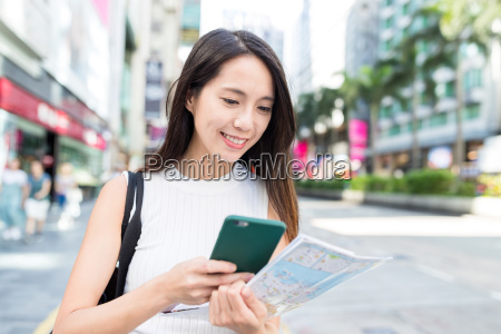 woman use of cellphone and city