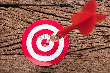 red arrow in dartboard on table