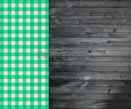 traditioneller dunkler holzhintergrund mit tischdecke gruen