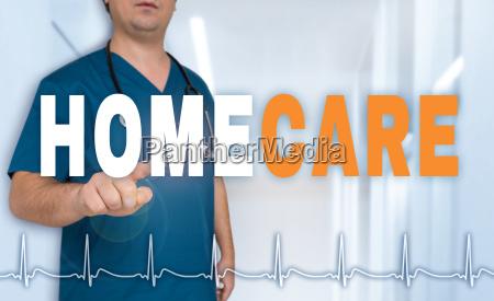 homecare pflegedienst arzt zeigt auf betrachter