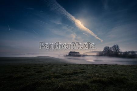 meteorschauer ueber ruhiger landschaft naestved daenemark