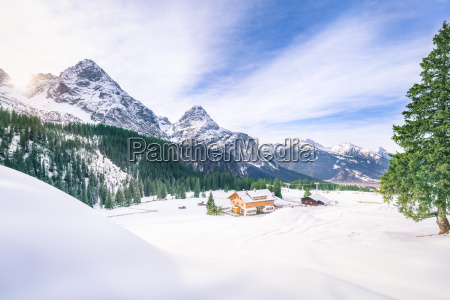 alpendorf im winterdekor