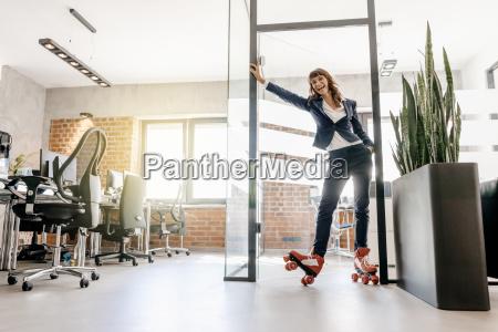 erfolgreich geschaeftsfrau tragen