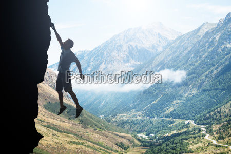 panoramablick auf die berge von pyrenaeen