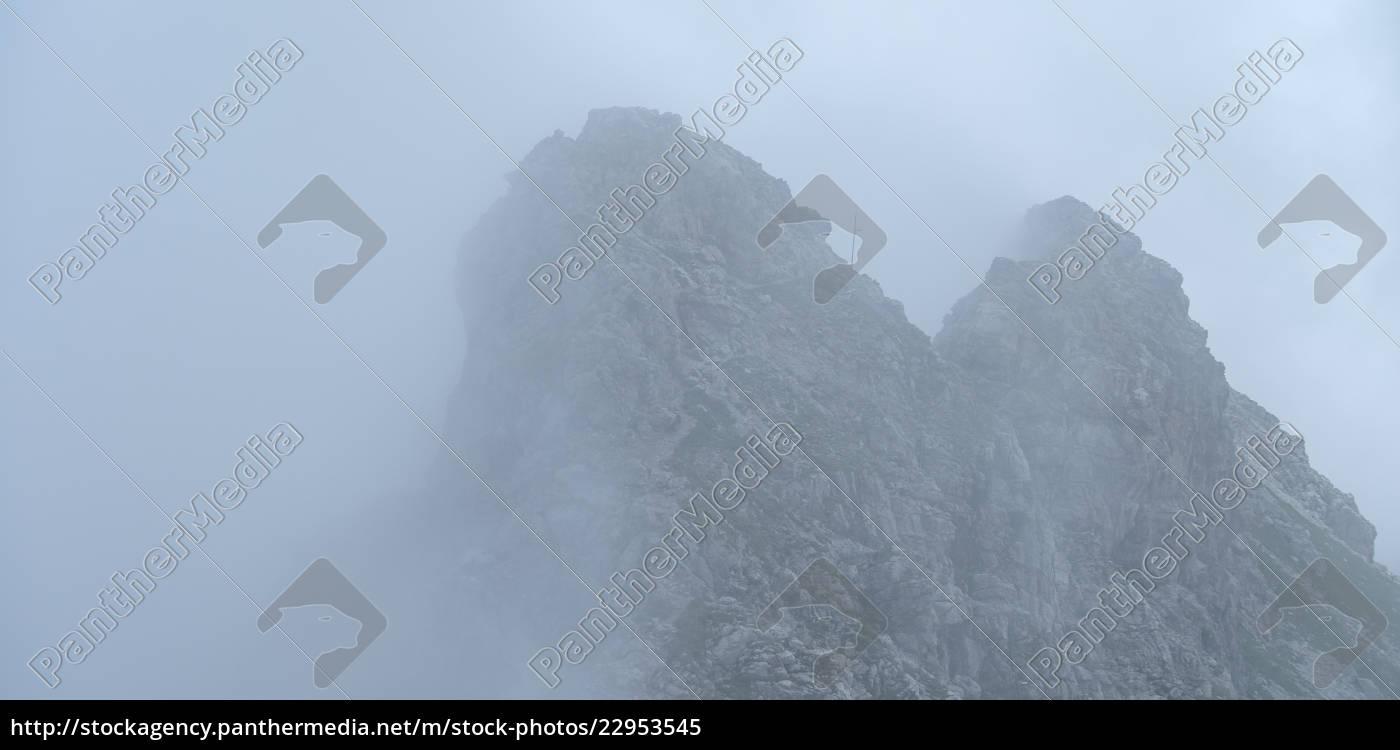 Hindelanger Klettersteig Wengenkopf : Nebel am hindelanger klettersteig im allgäu lizenzfreies bild
