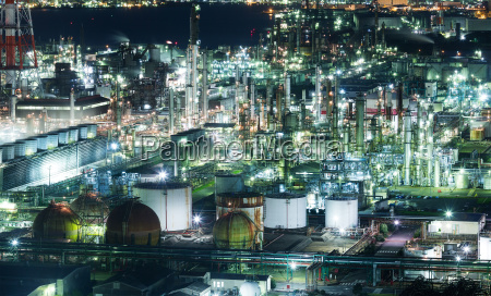 industrial plants in yokkaichi at night