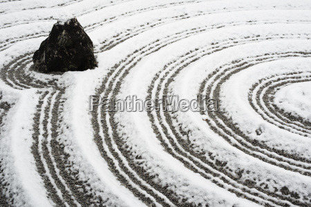 schneebedeckten felsengarten in zuiho in tempelkyotojapanasien