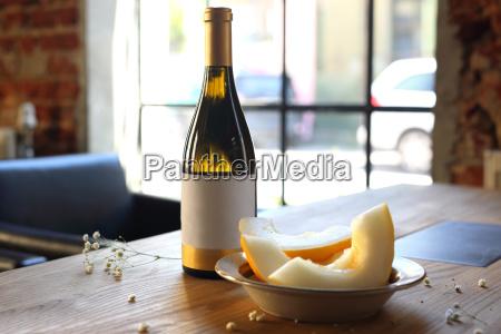 weisswein und melone