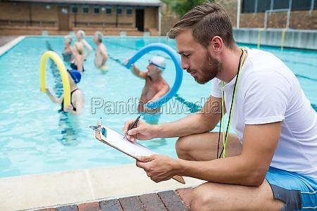 swim coach schriftlich auf zwischenablage
