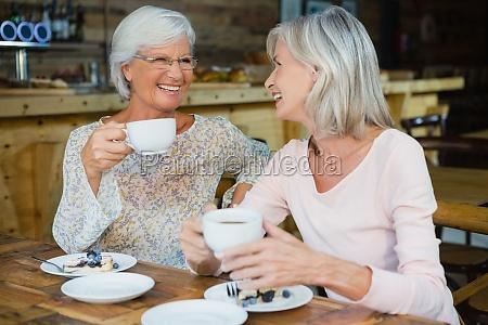 glückliche, ältere, freunde, die, kaffee, und, frühstück - 23054851