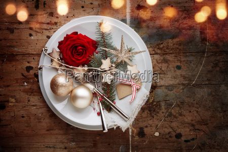 romantic rustic christmas table decoration