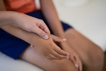 close up of female therapist examining