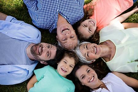 multi generation familie im park in