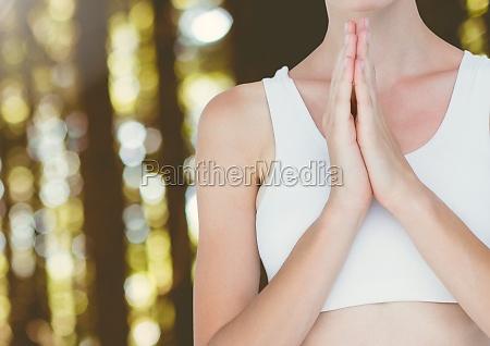 meditierendes yoga der frau ruhiges beten