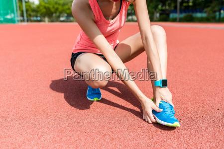 sportfrau bekommt nur fusssohle