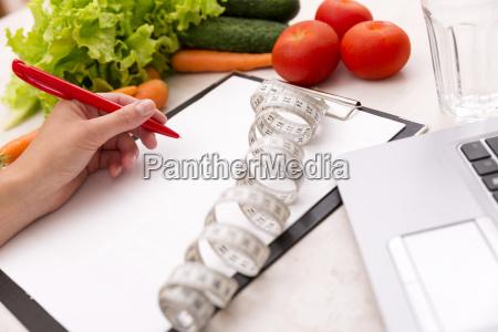 gesundes lebensstilkonzept schreiben gewichtsverlust plan mit