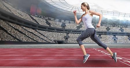 seitenansicht von sportlerinnen auf rennstrecke