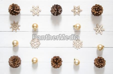 weihnachtsferien minimal hintergrund weihnachtsdekoration und goldener
