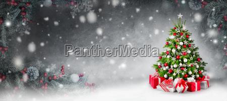 weihnachtshintergrund mit christbaum und geschenken im