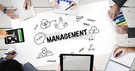 managementtext mit ikonen und haenden von