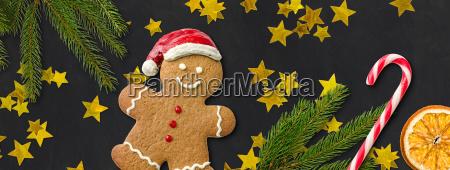 lebkuchenmann mit weihnachtsdekoration