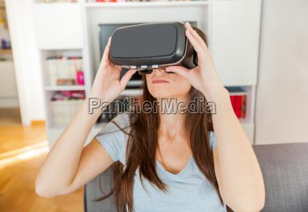 unterhaltung entertainment zukunft brille augenglaeser nasenfahrrad