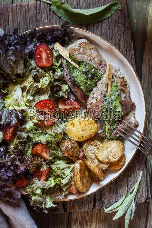 saltimbocca alla romana with salat and