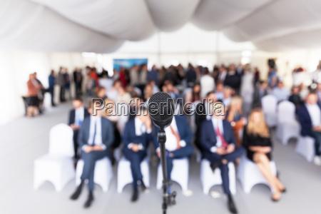 geschaeftskonferenz unternehmenspraesentation mikrofon