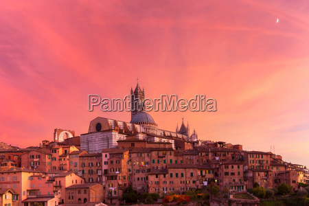 siena cathedral at gorgeous sunset tuscany
