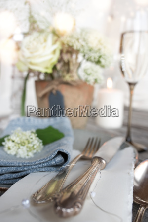 festive table decoration for a romantic