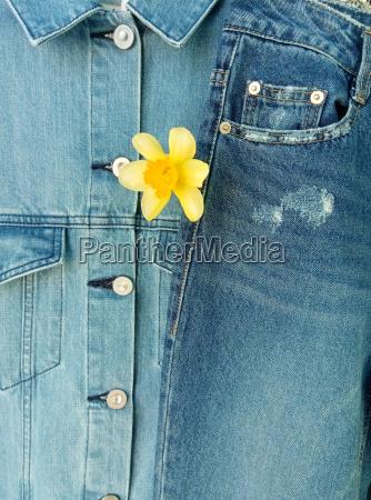 doppel denim jacke und jeans fruehlingsmode
